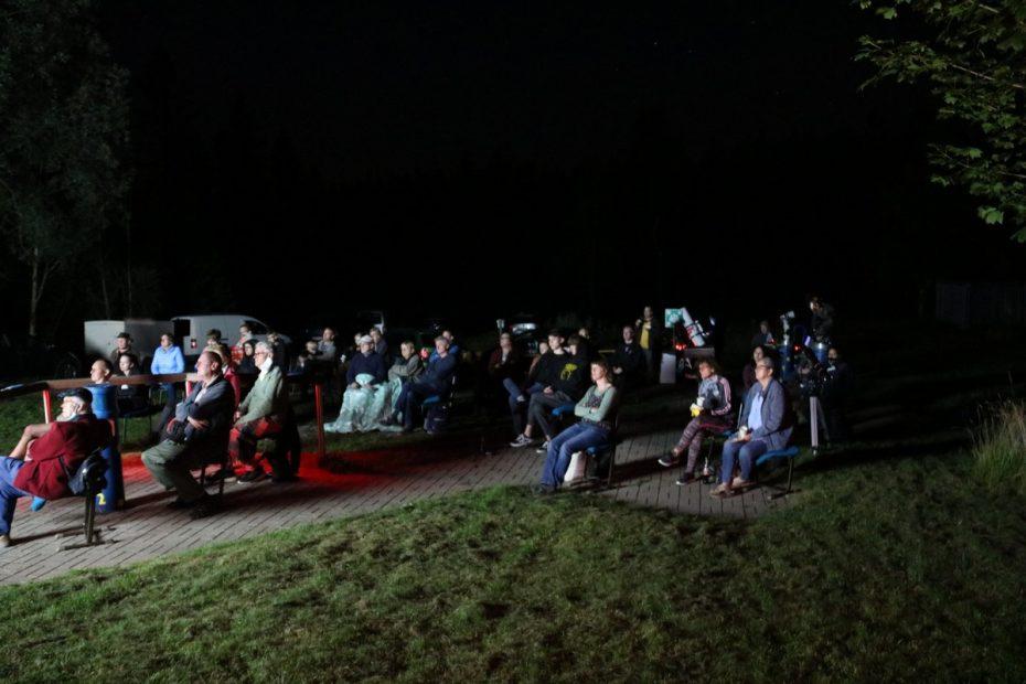 Besucher am Astro-Abend